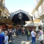 Le célèbre marché la Boqueria n'est qu'à quelques centaines de mètres.