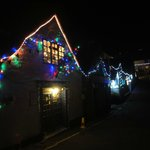 Weihnachtsbeleuchtung in der Strasse des Cadgwith Cove Inn