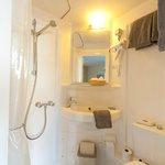 compcte badkamer comfort kamer / kamer met kanaalzicht