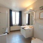 badkamer kamer met koerzicht