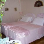 SUITE: with 2 bedrooms or 1 double/twin bed and 1 sitting room and private bathroom