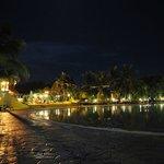 zona piscina a la noche
