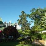 Sicht aus dem Garten auf das Manor House