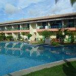 vista da piscina e apartamentos de frente