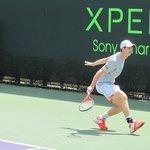 Andy Murray entrenando en una cancha auxiliar