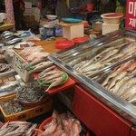 機張市場の魚介類