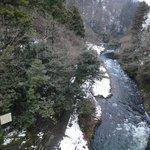 ホテル裏の渓流沿いの散策路1