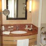 حمام الغرفة 2