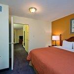 CountryInn&Suites Richmond  Suite