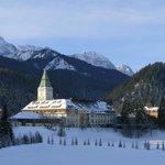 Vom Langlaufgelände Blick auf Schloss Elmau