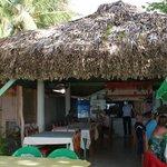 Le restaurant Issamar est ouvert sur la plage
