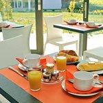Park&Suites Confort Grenoble Meylan - Breakfast