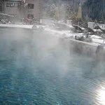 la piscina tra la neve