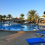 Belle grande piscine bien propre