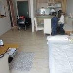 living comedor cocina del apartamento con sofa cama para niños