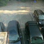 Aussicht vom Zimmer / Parkplätze