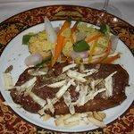 Мраморный стейк из чилийского мяса,присыпаный перегорским трюфелем с палентой