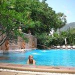 una de las piscinas del hotel...