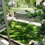 Utsikt från rummet mot trädgården