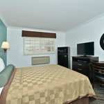 King with LCD TV, upgraded furnishings