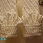 Detalle de las toallas... asi todos los dias y en todas las toallas