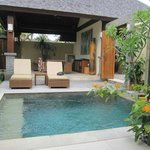 Akoya Pool Villas: plunge pool & meals area