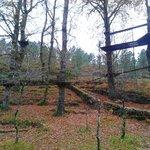Parque para ninos, tambien tienen muro de escalada.