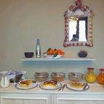 La colazione ottima e abbondante...il resto era sul tavolo.