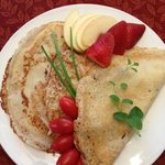 Crepe with Gruyere, ham, crimini mushrooms, tomatoes and herbs