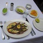 plato de anchoas a la Italiana (Anchovies Italian style) y m