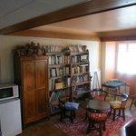 Le Salon de la Chouette et sa bibliothèque