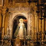 Altare Maggiore e statua della Madonna