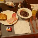 種類豊富な朝食。