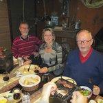 Vi grillede okse-, svine- og kalkun kød på bordgrill