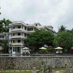 LB-Strandblick auf Hotelanlage Pool und Renovierungsbereich