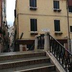 """Vu sur L'hotel (remarquez la """"Basilique Santa Maria della Salute"""" en fond dans"""
