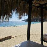 El club de playa desde las confortables camas