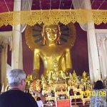 Buda en posición sentado