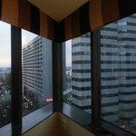 Corner Suite- Window and view! (9th floor)