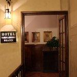 ホテル内部の入口