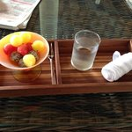 welcome drink, fruits and cold towel