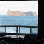 Vue sur le rocher Percé de notre chambre
