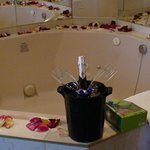 Close up of the jacuzzi, wine and gift basket