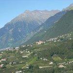 Vista su Tirolo dalla terrazza della camera dell'Hotel Christoph
