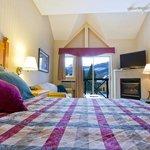 Deluxe Studio with one Queen bed & Sofa bed