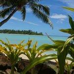 Der Blick von unserer Terrasse auf den Muri Beach