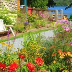 One of the many gardens that crown Prospect Point in seasonal glory.