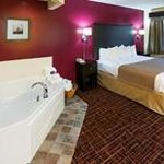AmericInn Madison South - Suite