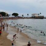 la playa que esta a menos de 50 metros del hotel.se puede ir
