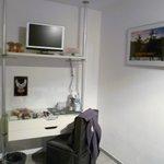 Kleiner TV und Sitzgelegenheit